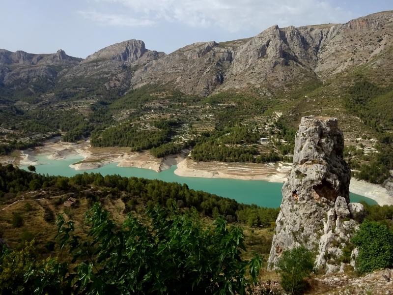 Guadalest's turqoise lake